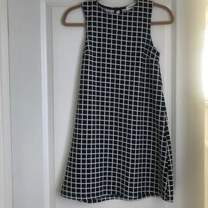 Black & white sleeveless lightweight dress sz S
